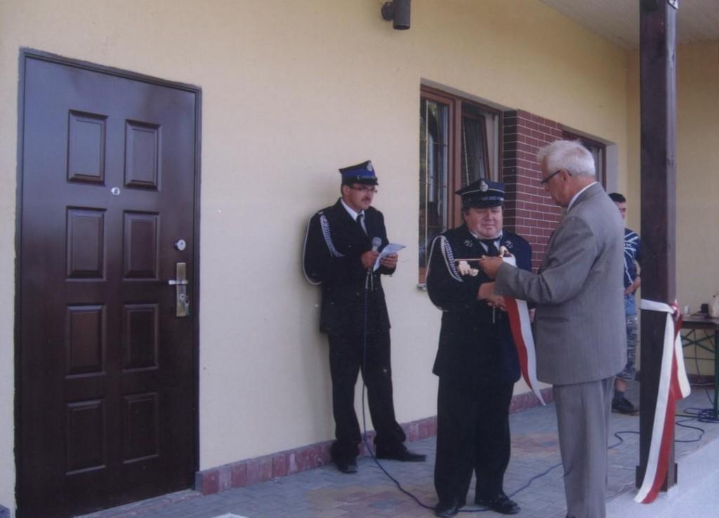 Symboliczne złożenie klucza przez Pana Wójta Tadeusza Smarza na ręce byłego prezesa Waldemara Trawińskiego